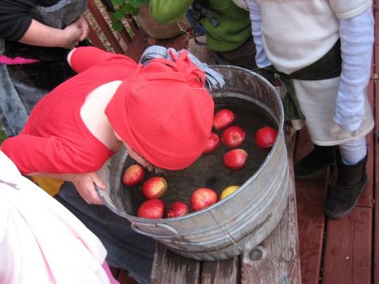 Bobbing for apples. By amcdawes (Flickr)