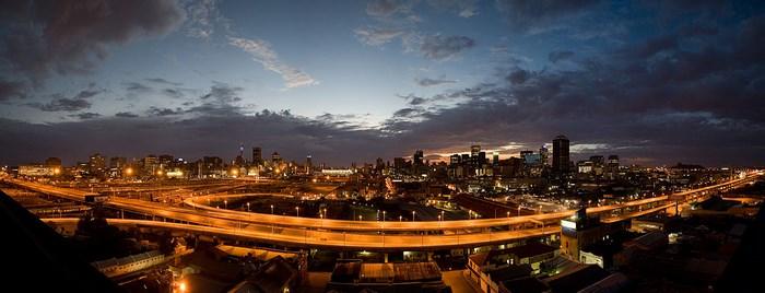 Johannesburg_Sunrise_City_of_Gold_Dylan_Harbour(wikimediacommons)