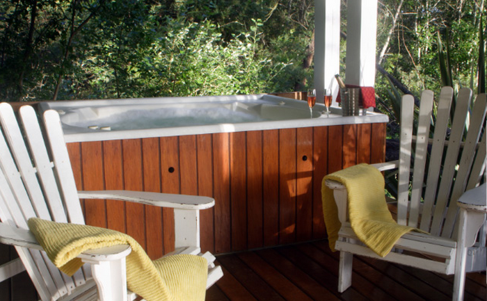 30 accommodations with jacuzzis in the western cape for Bloomestate swellendam