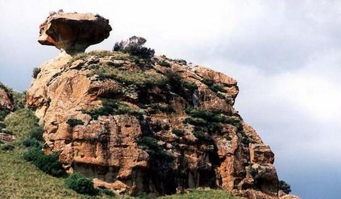 Mushroom Rock1 (C) Clarens.co.za