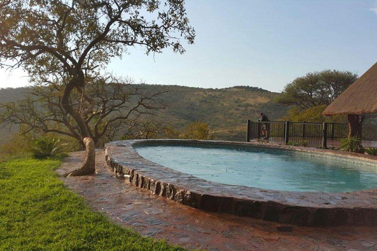 Dié swembad spog met asemrowende uitsigte op die berge | Foto: LekkeSlaap.