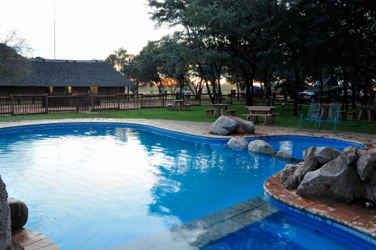 Die jongspan sal dié pragtige swembad sommer baie geniet | Foto: LekkeSlaap.