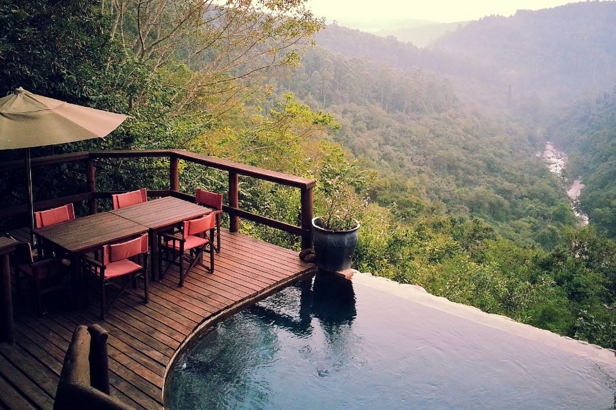 Vacationing On The Edge 12 Exciting Stays Travelground Blog