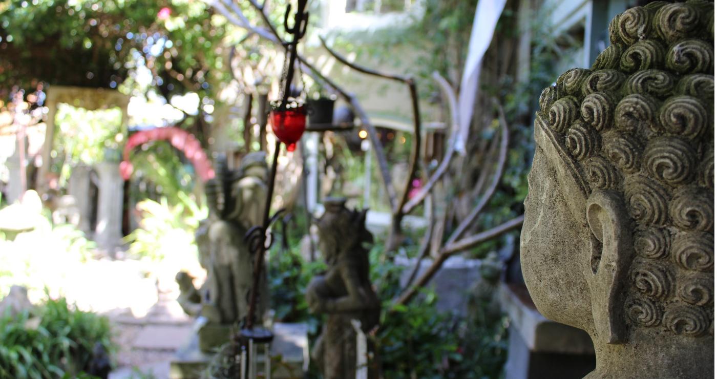 Uitgesoekte versamelstukke vir die huis en tuin by Oshun   The Red Herring Trading Post