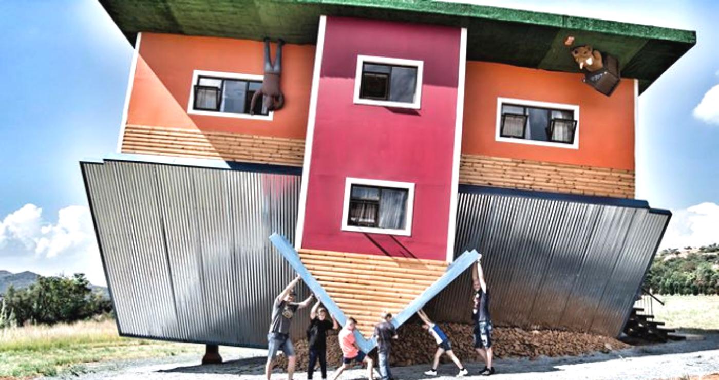 Upside Down House Broederstroom Onderstebo-huis